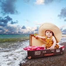 a quel âge bébé peut il voyager aller à la piscine dans la mer
