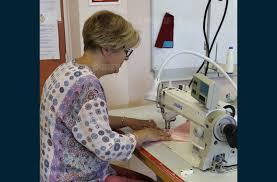 formation femme de chambre afpa economie se former aux métiers de la couture avec l afpa roanne