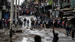 aux bureaux kenya la disperse des opposants bloquant l accès aux