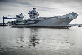 plus gros porte avion du monde le porte avions hms elizabeth admis au sein de la royal navy