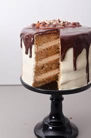 drip cake haselnuss karotten torte mit karamell nüssen und