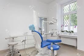siege dentiste intérieur lumineux de salle de dentiste et le siège banque d