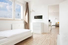 einrichtungsidee in weiß fürs schlafzimmer helle möbel