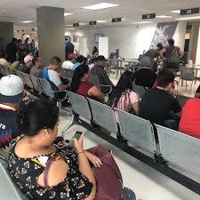 Ciudadanos Abarrotan Oficinas De La USE Durante Vacaciones