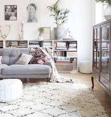 salon avec canapé gris tapis de salon de couleur beige pour le salon avec canapé gris