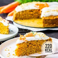 saftiger und kalorienarmer möhrenkuchen mit frischkäse frosting einfach und ohne ei