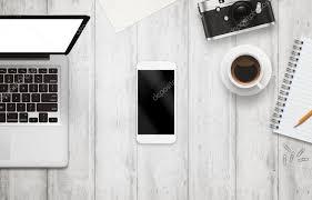 telecharger un bloc note pour le bureau téléphone intelligent avec écran isolé pour maquette sur le bureau