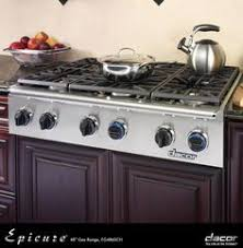 Dacor Discovery 48 Inch Gas Ran op with Natural Gas High Altitude 6 Sealed Burners Continuous Grates Illumina Burner Controls in Stainless Steel