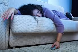 ist es ungesund bei laufendem tv zu schlafen