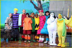 Carson Daly Halloween Linus by Today Show U0027 Hosts Wear Spot On Peanuts Halloween Costumes