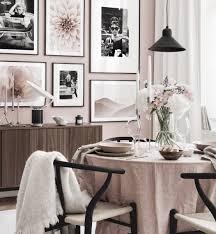 vintage bilderwand rosa esszimmer schwarze holzrahmen