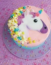 diese idee für eine einhorn torte wird dem kleinen mädchen