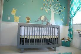 chambre enfant gris 7 inspirations de chambres de bébé pétillantes en jaune et gris