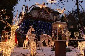 100 The Logan House Square Christmas Is As Spectacular As Ever This Year