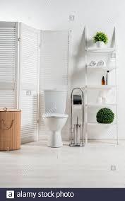 toilettenkorb stockfotos und bilder kaufen alamy
