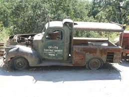 Rusty Old Trucks - Google Search | Faded Vehicle Signage | Pinterest