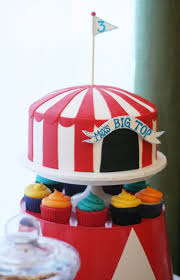 Michaels Cake Decorating Classes Edmonton by Best 25 Big Top Cupcake Ideas On Pinterest Football Game Times