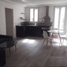 decoration salon cuisine ouverte décoration salon moderne avec cuisine ouverte et revêtement de sol