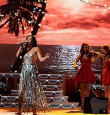 Who Sang Rockin Around The Christmas Tree by 719 Best Celebrities In Mac Duggal Images On Pinterest Prom