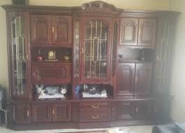 schöner großer mahagoni wohnzimmer schrank mit vitrinen
