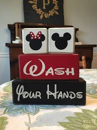 Mickey And Minnie Bathroom Sets by Mickey Mouse Minnie Mouse Bathroom Decor Wash Behind Your Ears