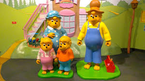 Berenstain Bears Halloween by Berenstain Bears Statues At The Strong Museum Of Play Of Rochester