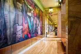 David Alfaro Siqueiros Murales Bellas Artes by Visitante Admirar Una Pintura Mural Famoso Por David Alfaro