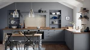 graue küche creme fliesenspiegel weiße wandfarbe