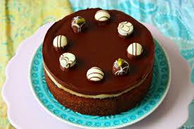nuss schokoladen torte mit marzipan und ganache
