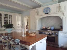 The Glam Pad 25 Classic White Kitchens With Blue Accessories