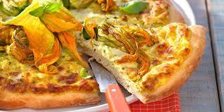 cuisiner fleur de courgette pizza aux fleurs de courgette facile et pas cher recette sur