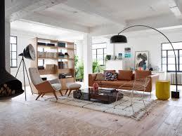 wohnzimmer mit modernen elementen stuhl couchtisch