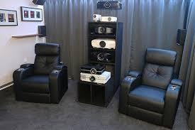 reale heimkino studios in wohnzimmer atmosphäre projektor ag