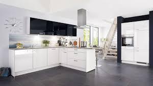 große l küche focus nobilia mit front in lack hochglanz weiß