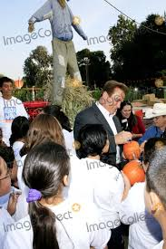 Tapia Brothers Pumpkin Patch by Pictures From California Governor Arnold Schwarzenegger Visits The